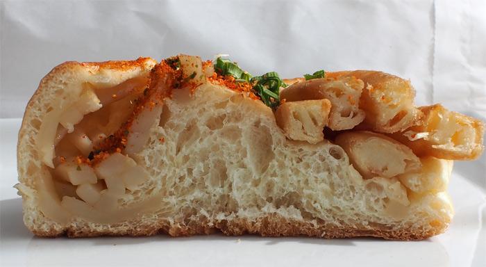 阪急そば ポテうどんパン:断面