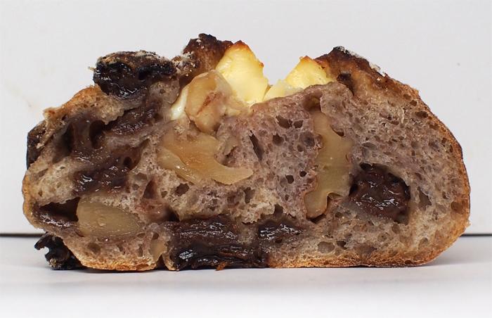 ラフルネ クルミとレーズンクリームチーズ:断面