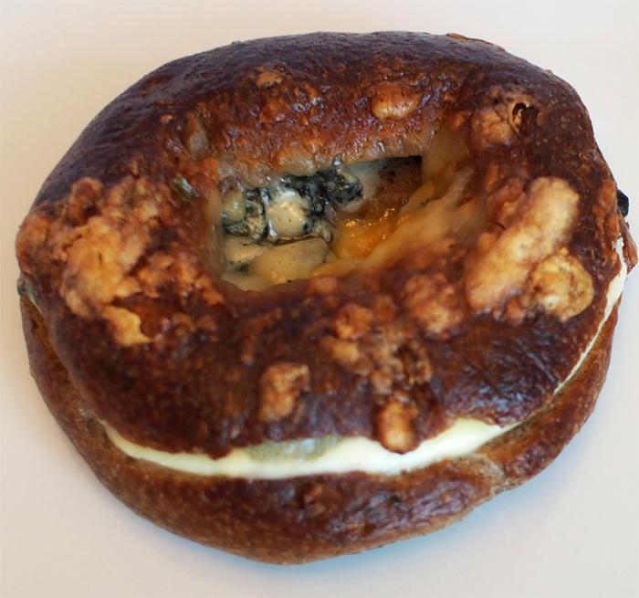 R Baker ゴルゴンゾーラとマスカルポーネの生胡桃ベーグル